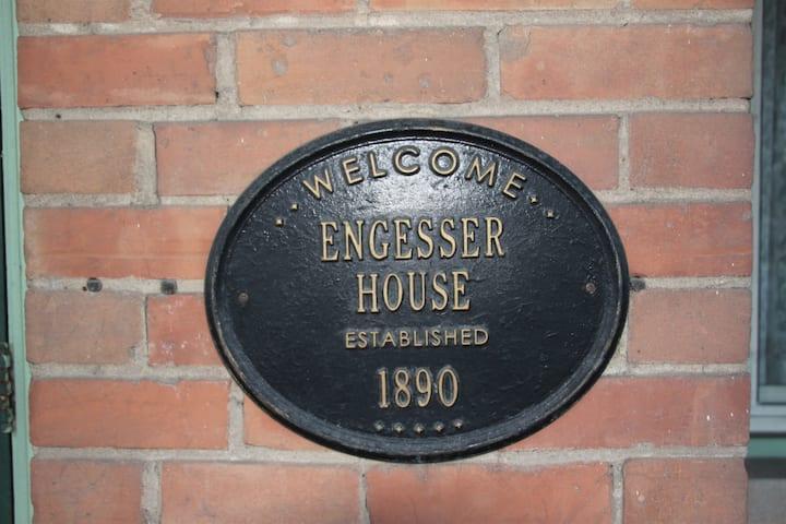 Historic Engesser House, Sleeps 8 Near Gustavus