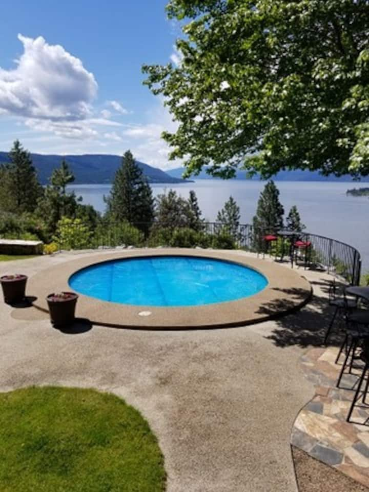 Stunning Pool and Lake Views - Private  Guest Room