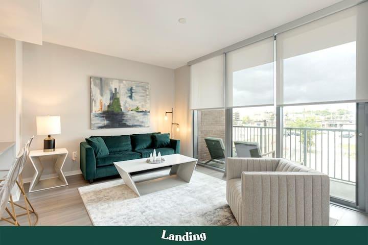 Landing | Stunning Green Hills 1BR Apartment