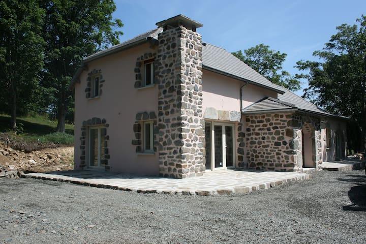 Maison en pierre  8 personnes