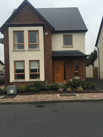 Spacious 3 bed home. Sleeps 6