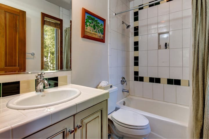The 2nd bathroom comes with shower/tub combo and single vanity.