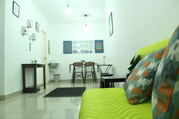 PROMO Cozy RHY Homestay Free (FOC) Airport Pick Up