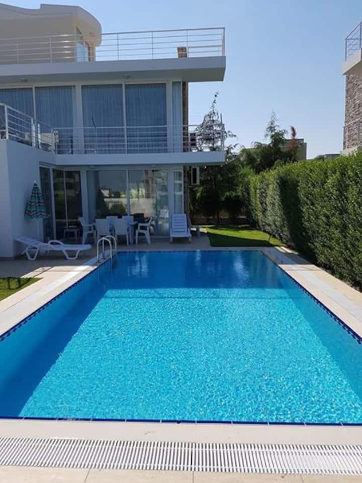 Belek-Novron Feronia Villa-Özel Yüzme Havuzlu, 3+1
