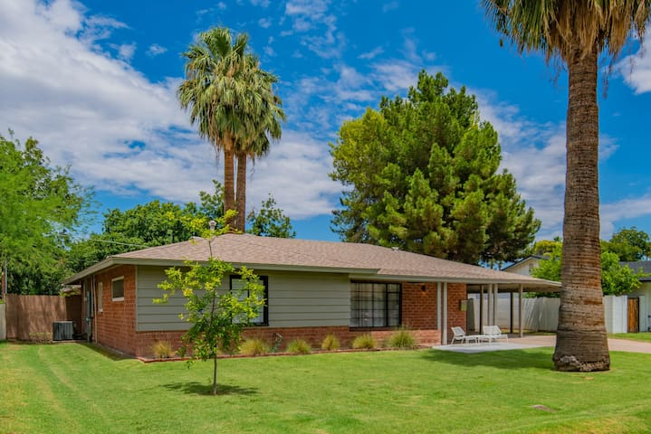 Hip, Midcentury charmer central to everything!
