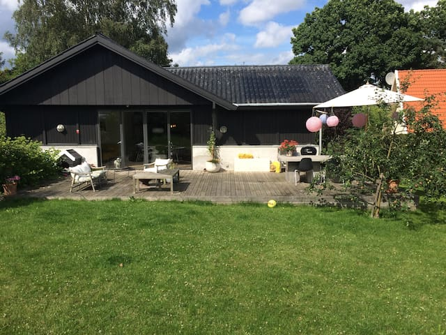 300 m to sea, close to CPH, Kronborg and Louisiana - Snekkersten - Villa