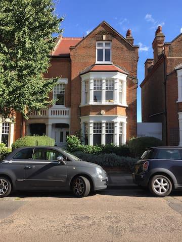 Large double room, stylish house - leafy Putney