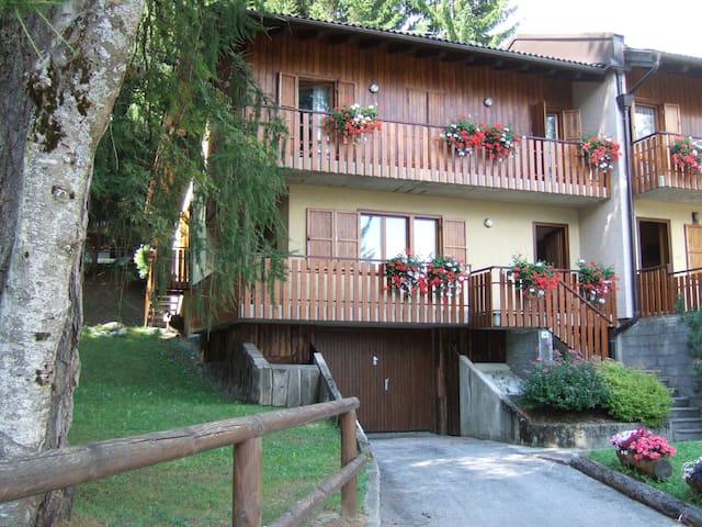Elegante villa nelle Dolomiti - Folgarida - บ้าน