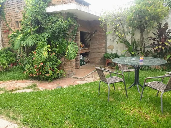 ¡Tranquilidad en pleno Centro! Casa con patio