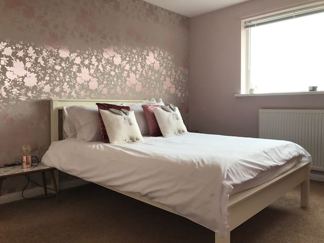 Rose Gold room in large house Newcastle - Newcastle  - Casa