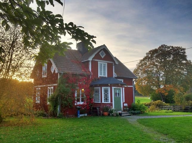 Farmhouse close to forests and lakes in Sörmland - Björnlunda - Haus
