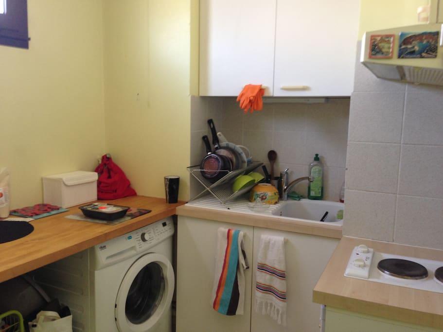 machine à laver, plaques de cuisson,