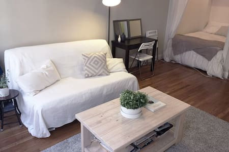 Bright Downtown Apartment!!!