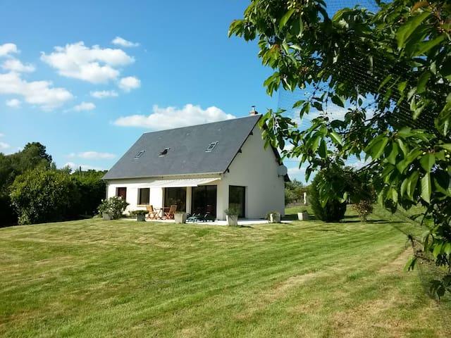 Maison moderne avec vue sur la forêt. Normandie - Bosrobert - Casa