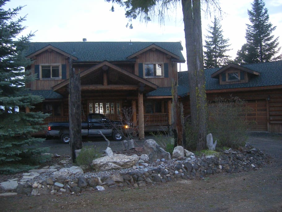 Mountain ridge log home with view apartments for rent in for Eagles ridge log cabin