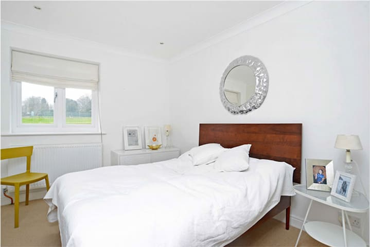 Stylish Designers Home - Petersfield - Hus