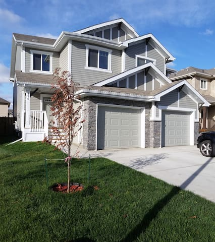 Brand New Clean Quiet 3BR Duplex - Edmonton - House