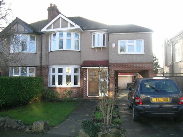 4 Bedroom Large House South London