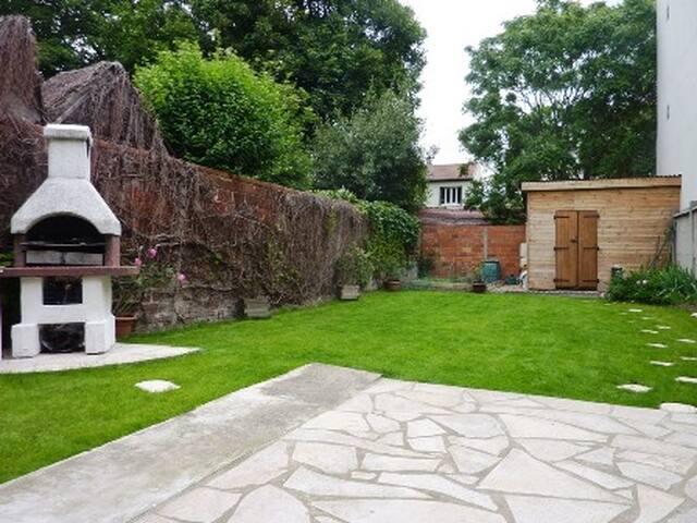 Independent room, garden view - Villemomble - Bed & Breakfast