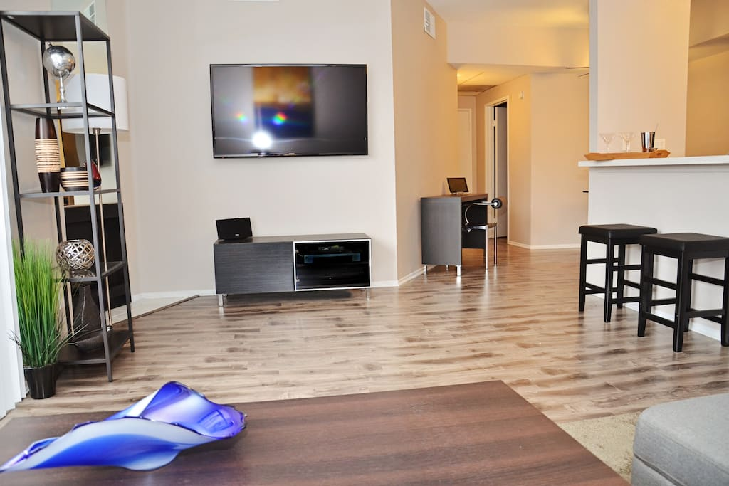 Brand new luxury apt on sunset blvd west for Living room 6250 hollywood blvd