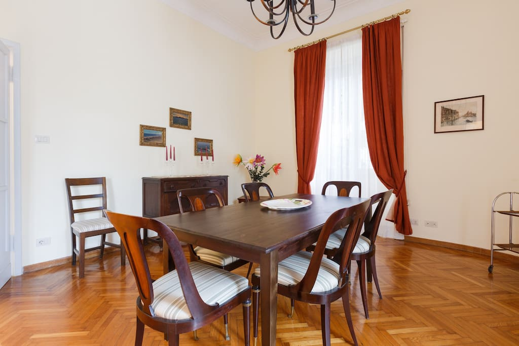 The dining room for 6 people