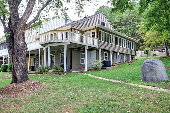 Updated, 4B/4B, 5.7 miles from TIEC - Rutherfordton - Szeregowiec