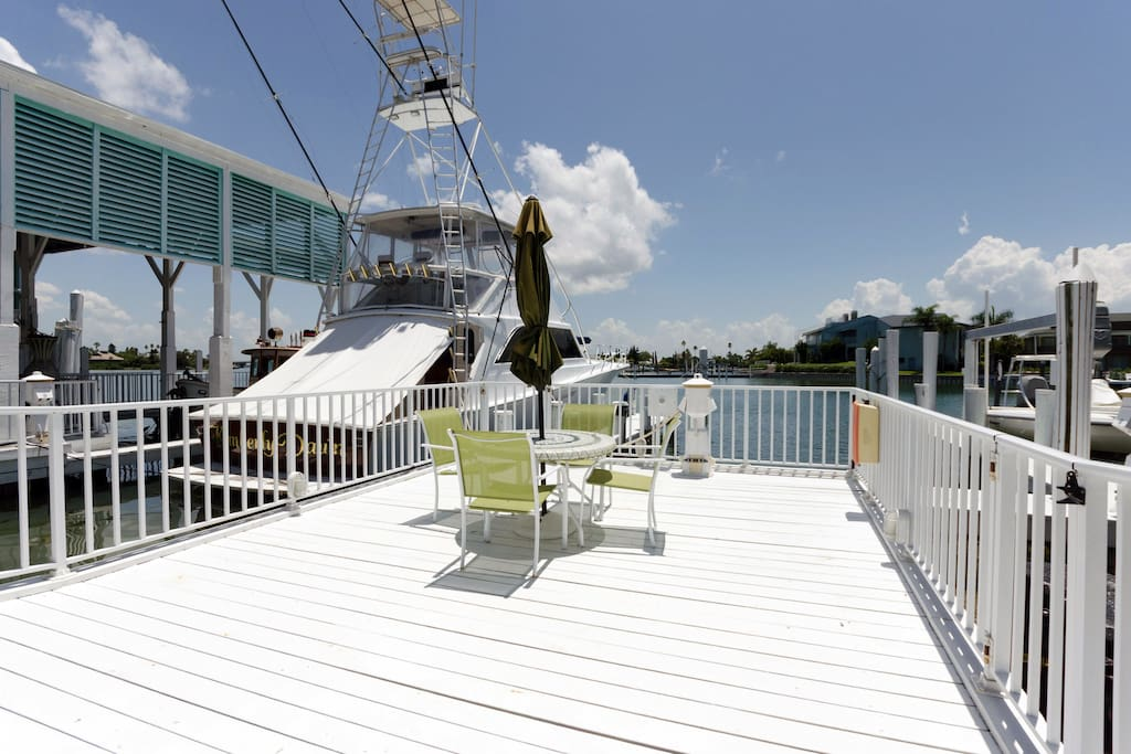 Dockside tables and chairs provide ample seating with a view.