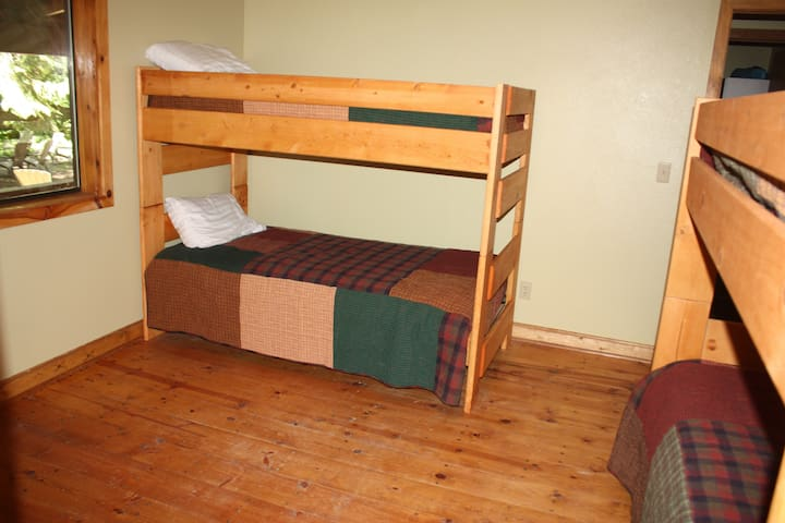 2 bunkbeds/ four twins in the lower bedroom. Now with a additonal Futon (not pictured)