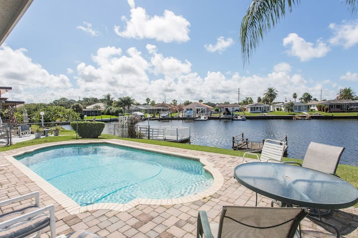 Gulf Harbors Getaway Home with Pool - New Port Richey - Casa