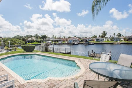 Gulf Harbors Getaway Home with Pool - New Port Richey