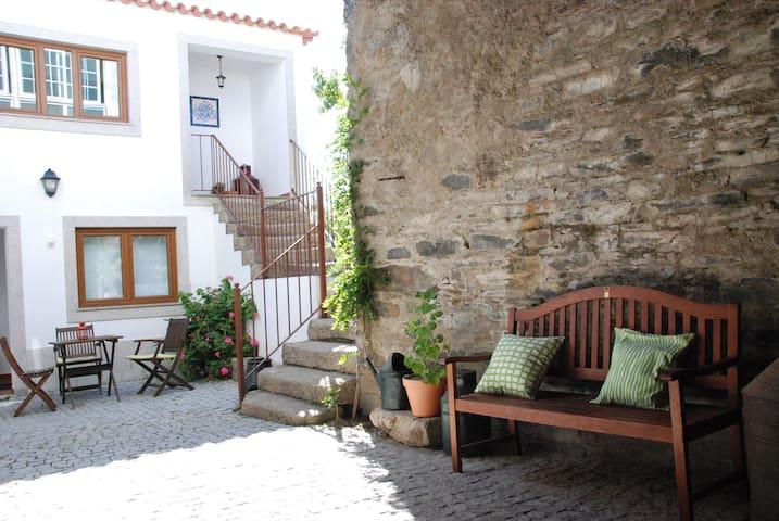 Casa dos Vilares - Sabrosa - House