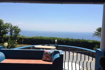 Charming villa with a stunning view - Pianoconte - 一軒家
