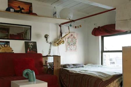 HUGE room in Bushwick artist loft - Brooklyn - Loft