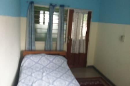 Higgins Homes Single Room - Bed & Breakfast