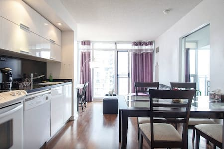 Heart DT condo with great view!