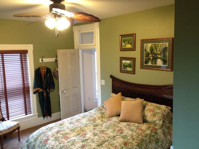 The Windsor B&B -Asian Suite - Yale