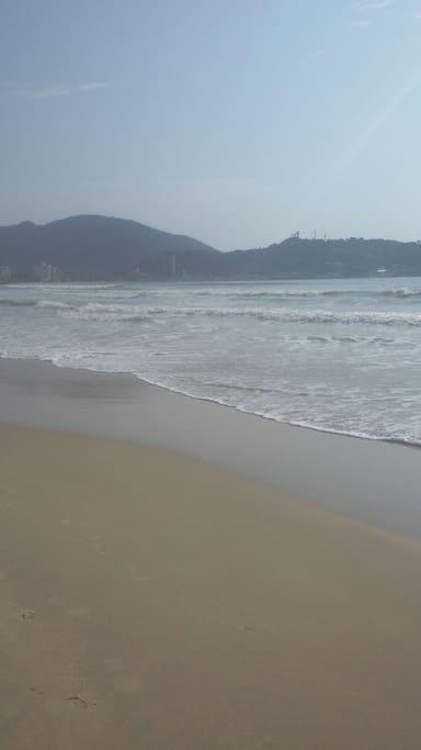 Praia em frente ao prédio