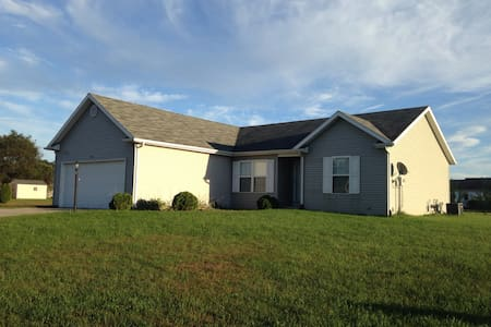 2BR home in quiet subdivision. - Elkhart - Casa