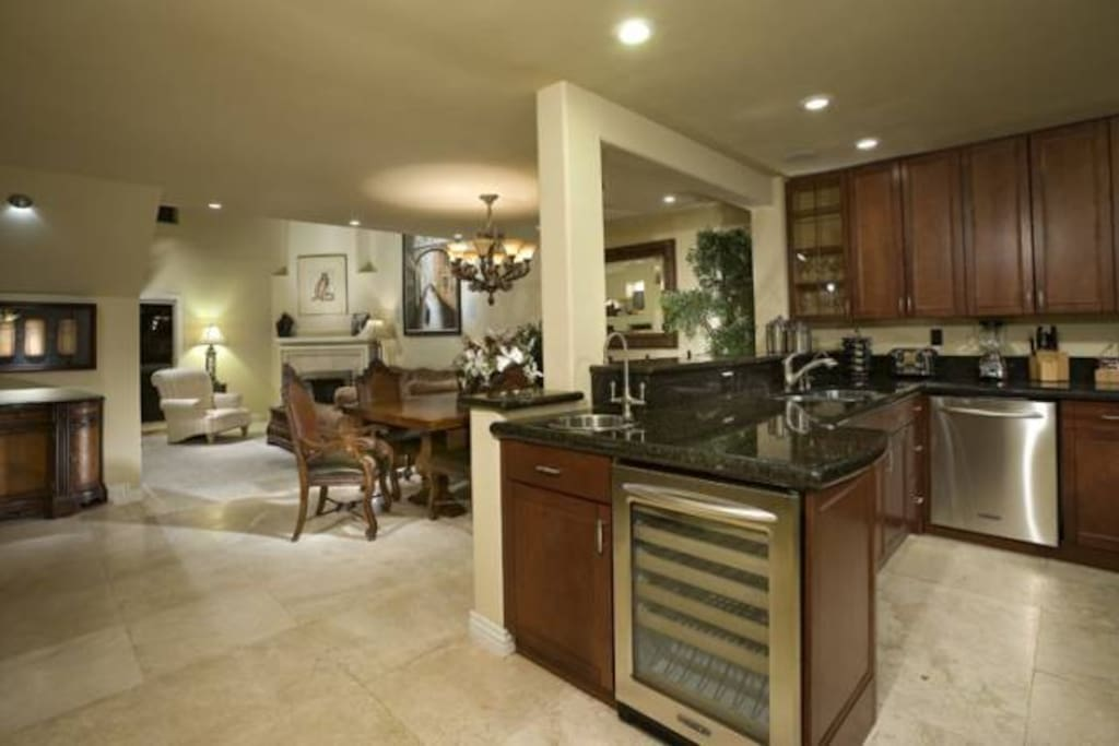 Fully equipped kitchen great for home cooked meals!