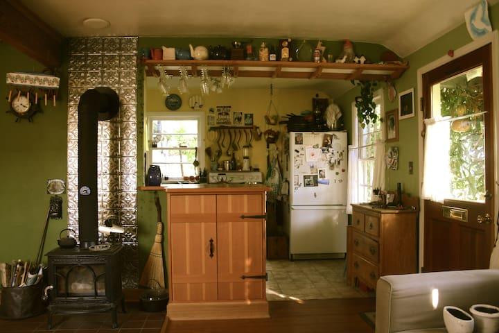 Cozy Cottage in NE Portland
