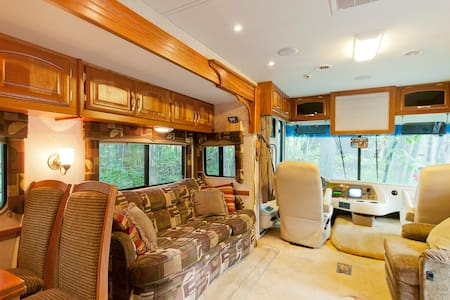 Beautiful 40 foot Luxura MotorHome - Autocaravana
