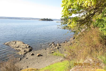 Huckleberry Seaside Cabin, Gowland Hb., Quadra Isl - Heriot Bay
