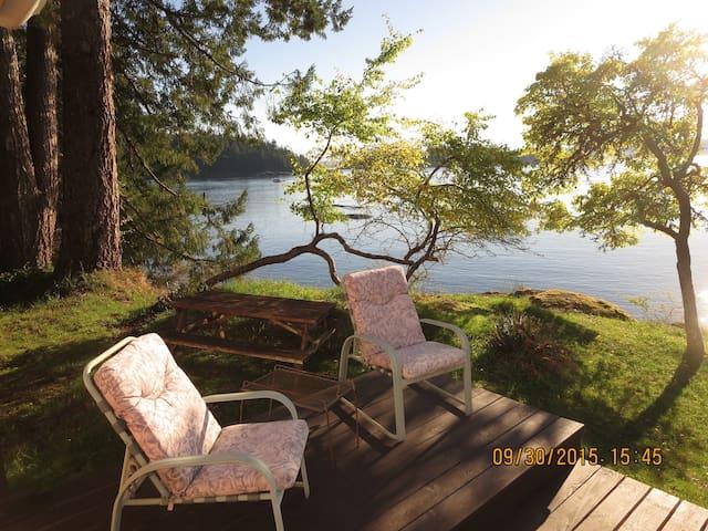 Huckleberry Seaside Cabin, Gowland Hb., Quadra Isl