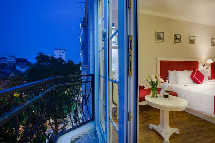 Calypso Grand Hotel - Junior Suite - Hanoi - Bed & Breakfast