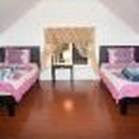Happy House LA Women's Dormitory301 a