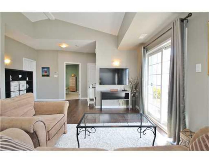 """Living room with 52"""" smartTV (Netflix available)"""