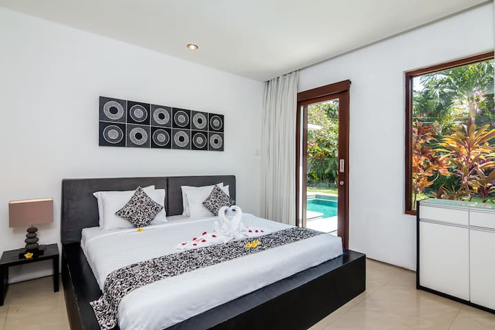 3rd bedroom with king size bed