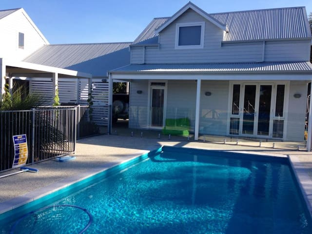 Light & bright studio close to town - Dunsborough - House