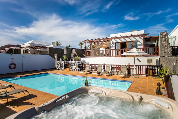 luxury villa with Private Heated Pool
