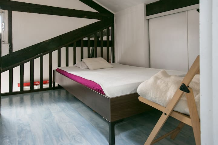 Bedroom with real bed